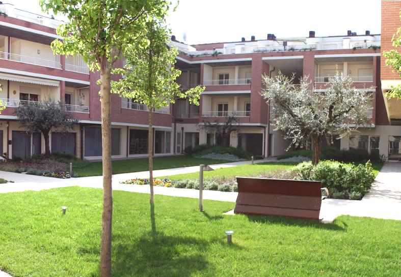 Giardini-pensili-per-corte-condominiale