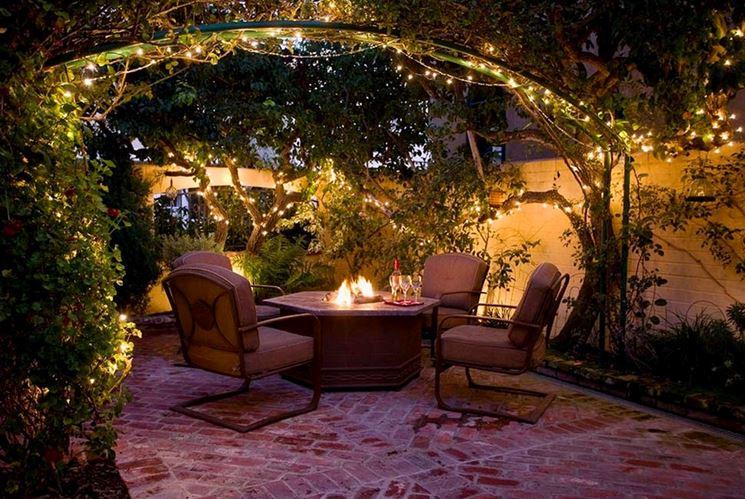 Festa in giardino via con le decorazioni giardini nel for Decorazioni giardino aiuole