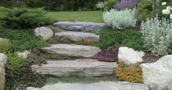 come arredare il giardino con sassi e pietre