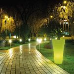 Come illuminare il giardino: soluzioni per tutte le necessità