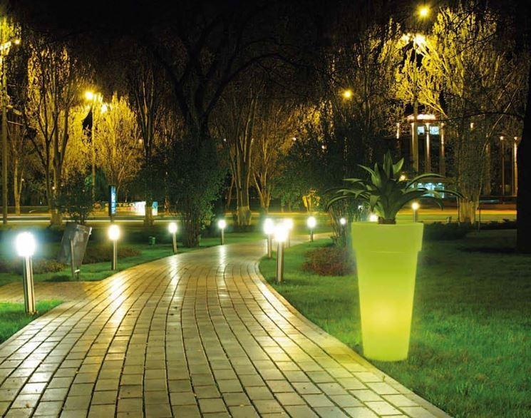 Come illuminare il giardino soluzioni per tutte le for Per il giardino