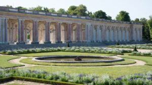 grand trianon giardini di versailees